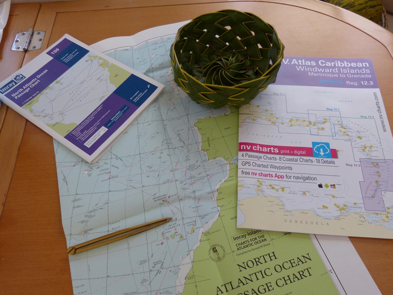 Seekarten und Bücher für die Transatlantik-Reise